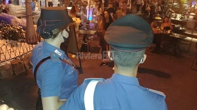 Controlli mascherine in piazza Bresca a Sanremo