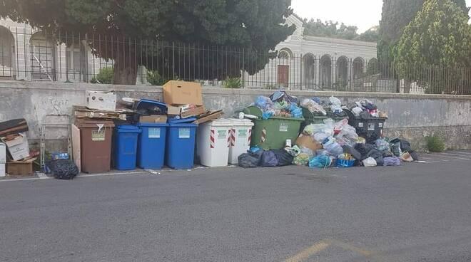 abbandono rifiuti cimitero di porto maurizio