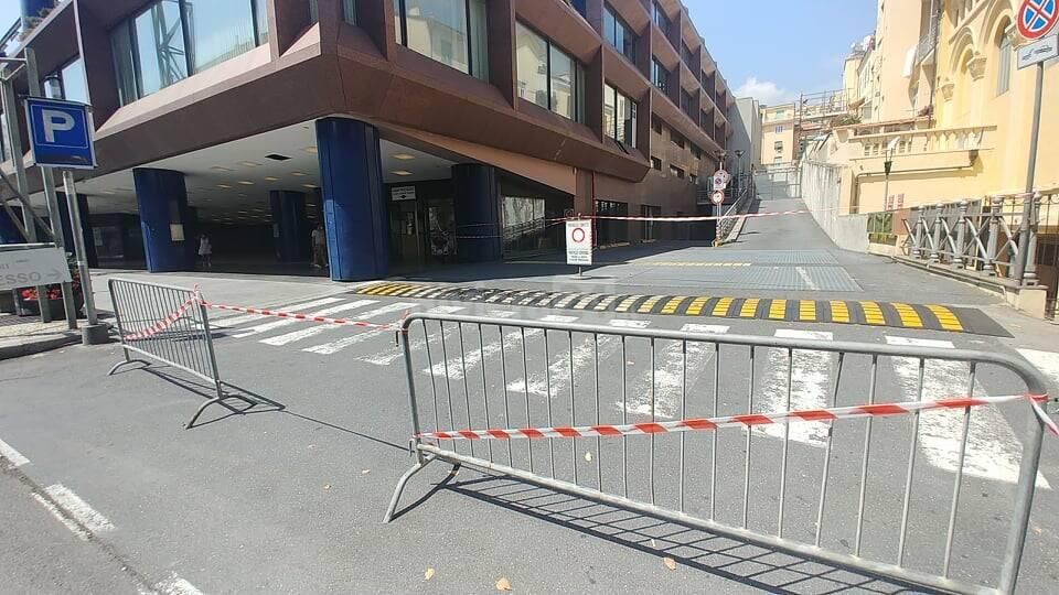 parcheggio palafiori chiuso