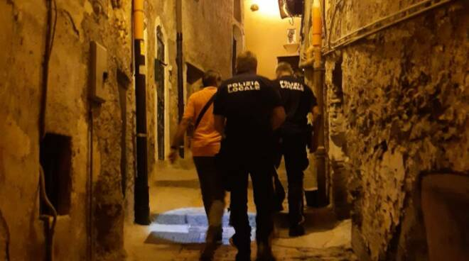 Riviera24- controlli polizia locale sanremo