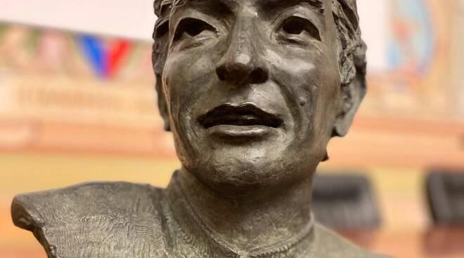 riviera24 - Busto di Felice Gimondi