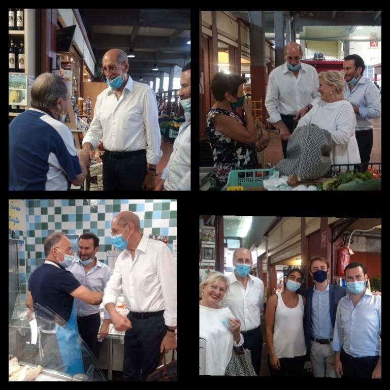 riviera24 - Luigi Sappa al mercato del venerdì di Ventimiglia