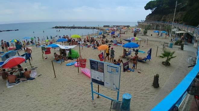 riviera24 - spiaggia fortezza bagni pubblici libera
