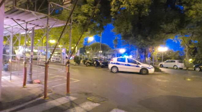Sanremo musicista parcheggia l'auto nel mezzo di chiosco Ruffini