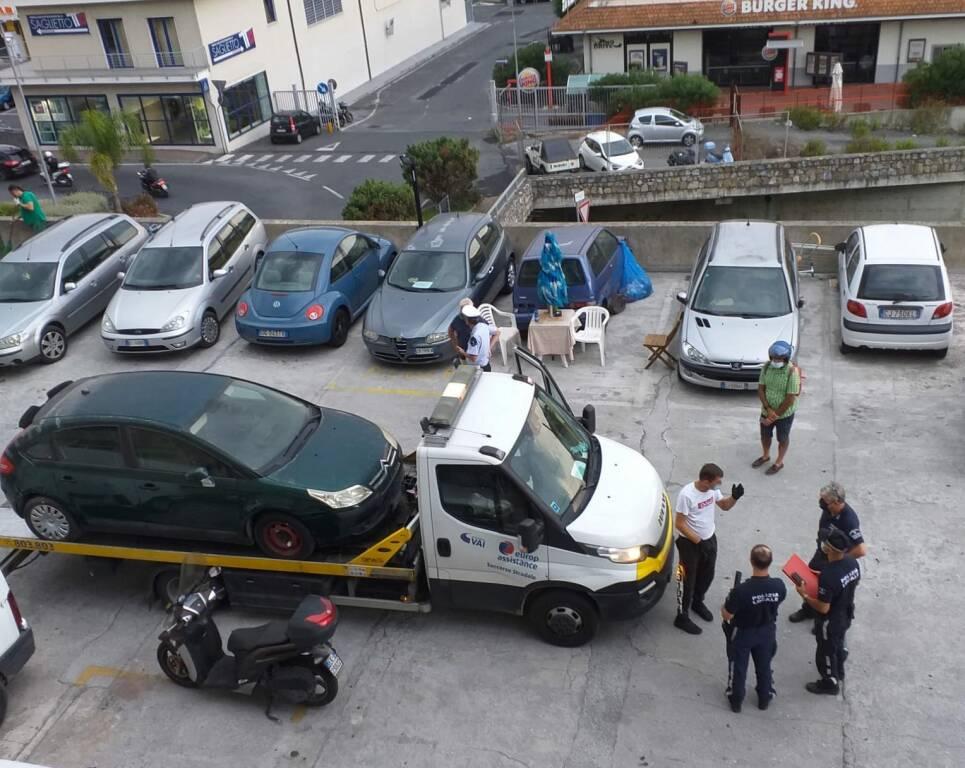 blitz vigili case parcheggio