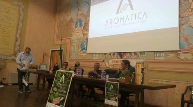 conferenza stampa aromatica