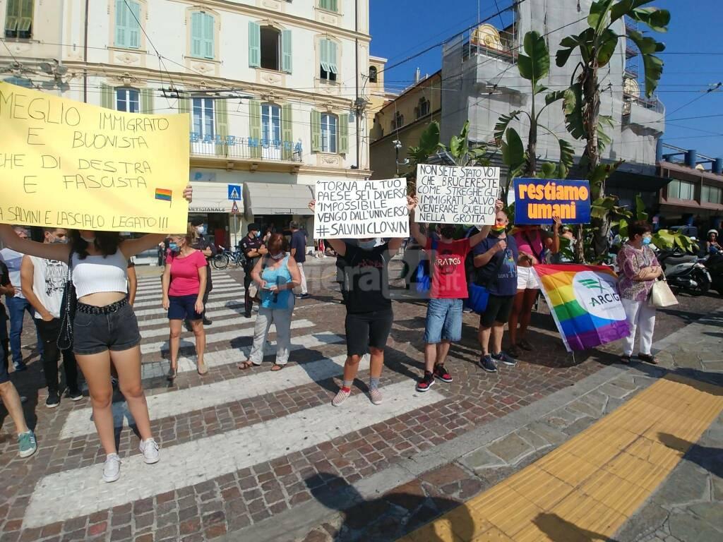 La protesta delle Sardine a Sanremo contro Salvini