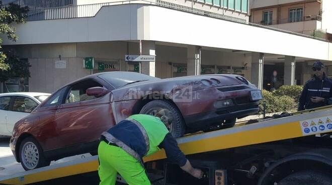 riviera24 - Alfa Romeo coupe vigili fuoco incendio