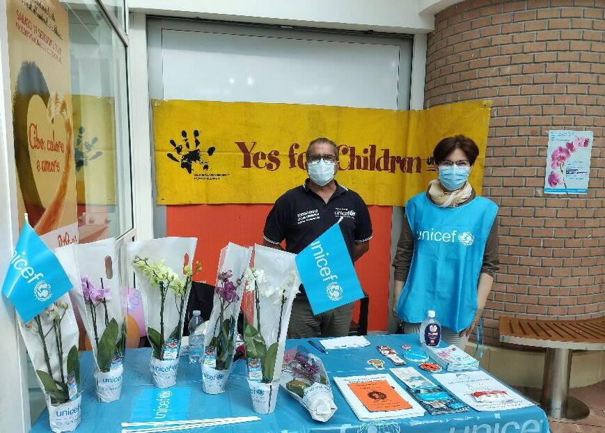 riviera24 - Festa dei Nonni - Un'orchidea per l'Unicef