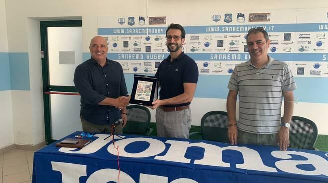 riviera24 - Gianni Berrino riceve un riconoscimento dal Sanremo Rugby
