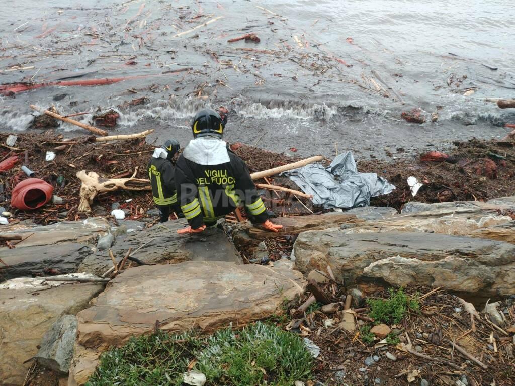 cadavere aregai, vigili del fuoco spiaggia porto
