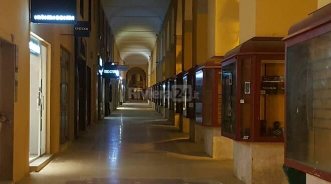 chiusure portici di via Bonfante