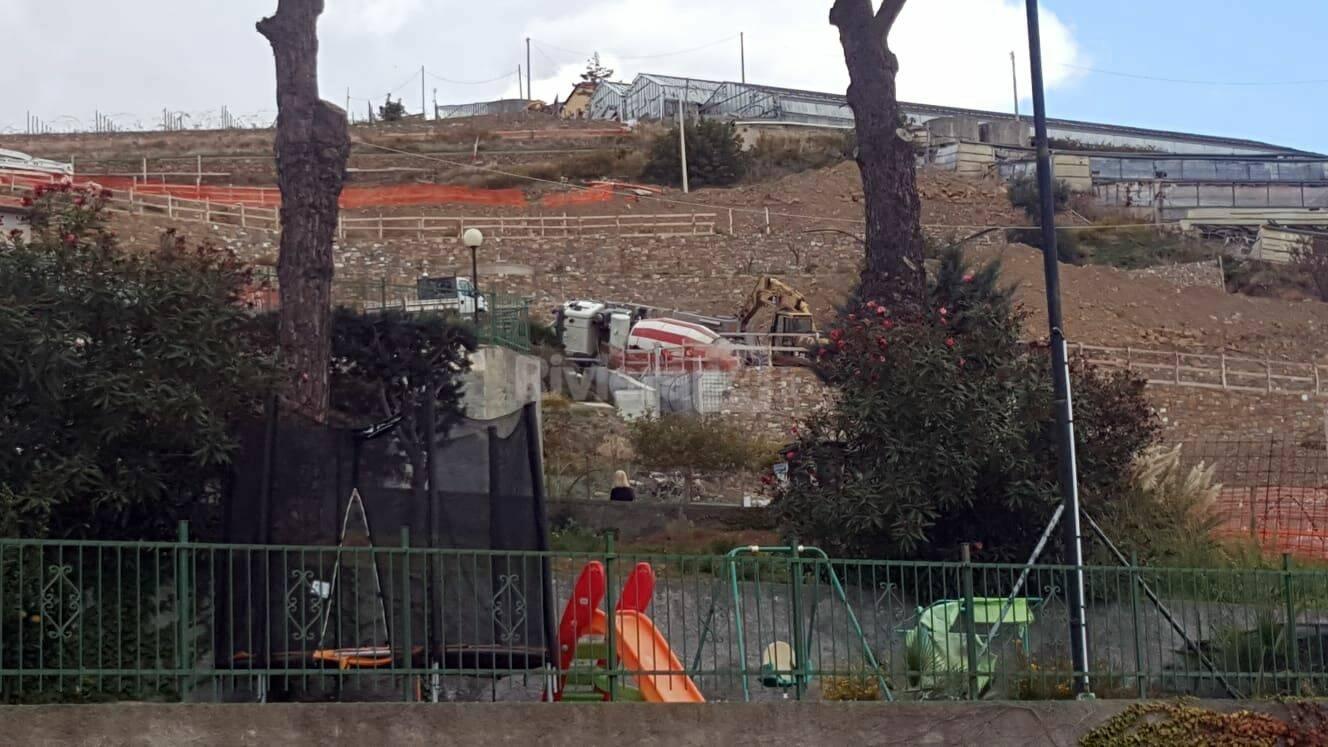 riviera24 - betoniera ribaltata