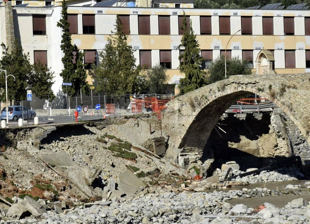 riviera24 - Crollo argine destro Argentina  Taggia
