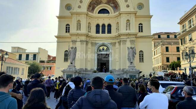 Riviera24- funerale Alberto Lupinetti
