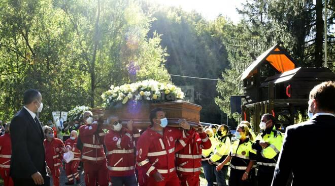 riviera24 - Molini di Triora, funerali dei due operai travolti dall'alluvione