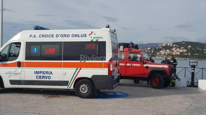 riviera24 - Uomo cade dal molo lungo di Oneglia