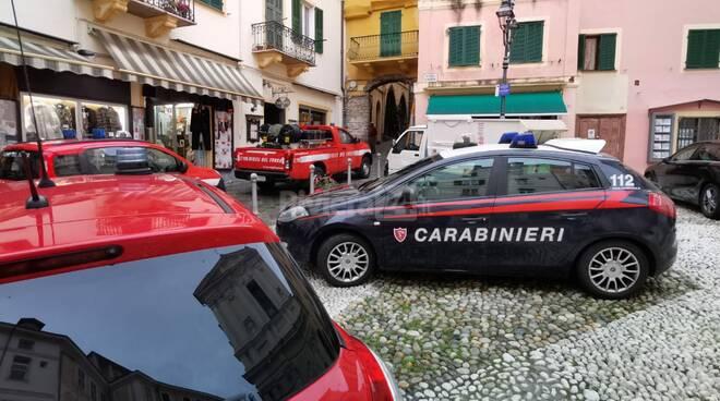 riviera24 - vigili del fuoco carabinieri 118 soccorsi pigna sanremo incendio locale