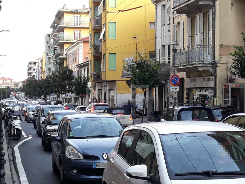 Ventimiglia, tabacchini presi d'assalto dai francesi