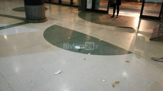 atti vandalici sanremo stazione