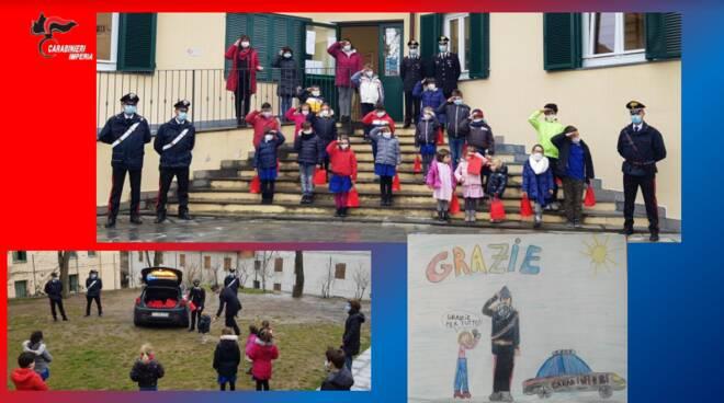 """Carabinieri consegnano doni di Natale alla scuola primaria """"P.F. Ferraironi"""""""