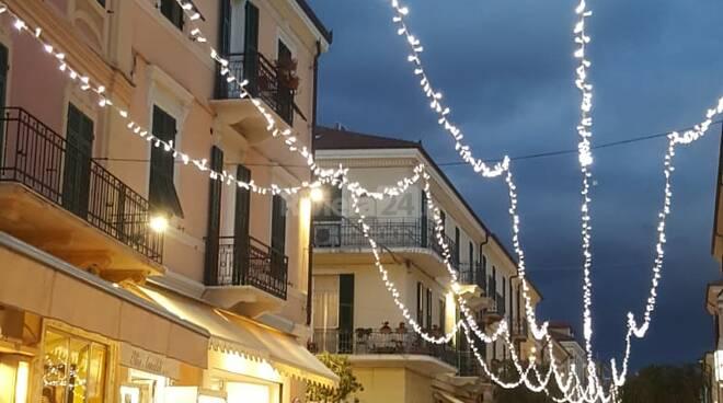 Diano Marina, accese le luminarie natalizie