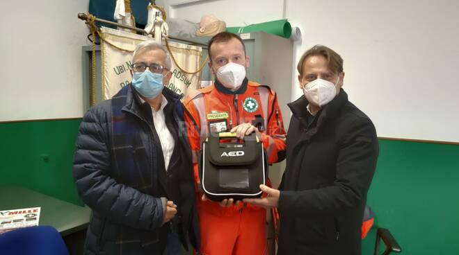 consegna defibrillatore croce bianca