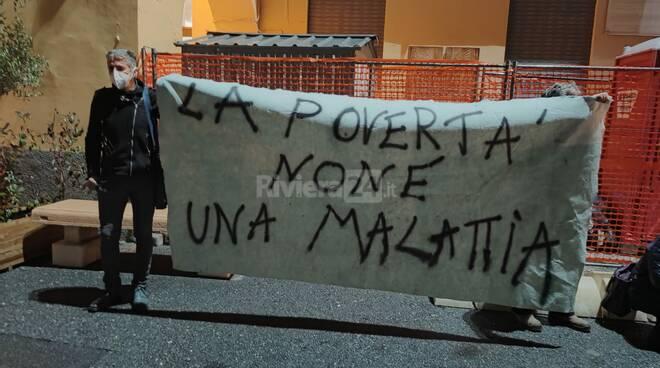 protesta la talpa contro la povertà