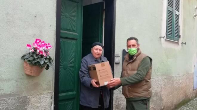 Pontedassio consegna pacchi agli anziani