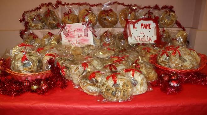 Pane della vigilia e consegna pacchi natalizi a Pontedassio
