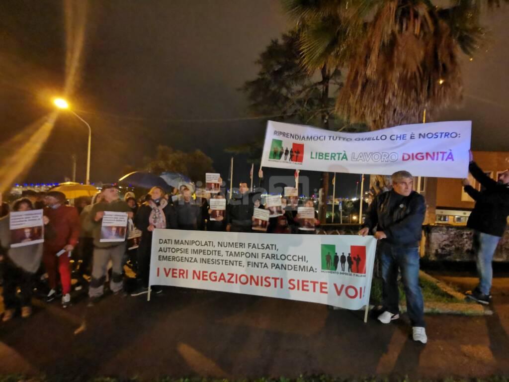 Protesta del Movimento Imprese Italiane sotto la Prefettura di Imperia
