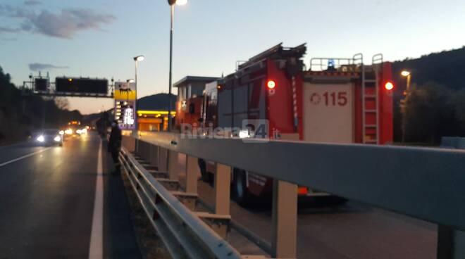 Frana sulla Statale 28, intervento dei vigili del fuoco