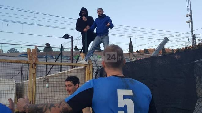 Imperia, derby in parità: tifosi e giocatori neroazzurri festeggiano a fine partita