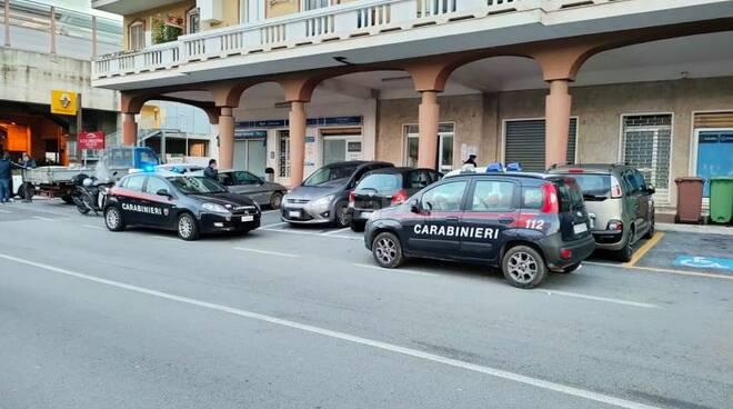 riviera24 - carabinieri imperia via argine destro bambino caduto