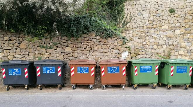 Cassonetti rifiuti Vallebona