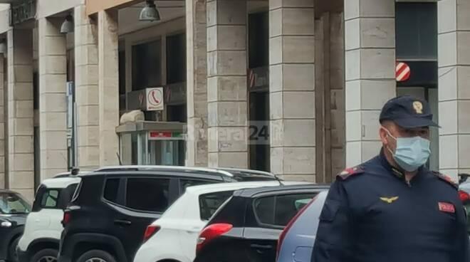 allarme bomba in via berio
