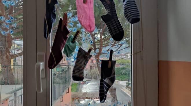 """""""Giornata dei calzini spaiati"""" alla scuola primaria di San Biagio"""