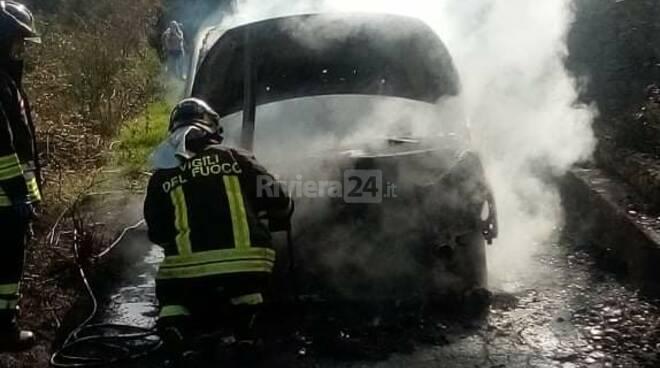 incendio furgone dolceacqua