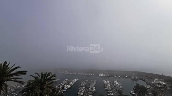 nebbia porto bordighera