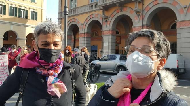 """8 marzo, Flash mob del Collettivo """"Non una di meno"""" in piazza Dante"""
