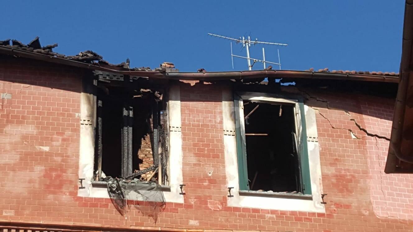 Incendio in casa a San Bartolomeo al Mare, 2 ustionati
