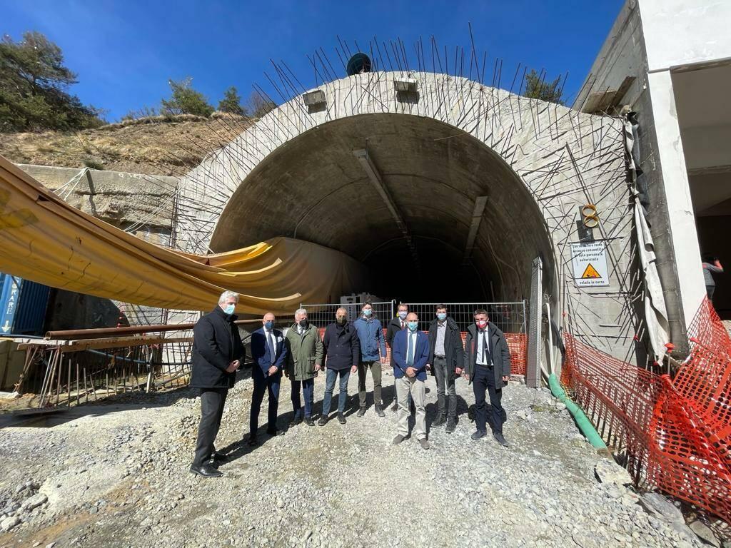 Incontro  tunnel di Tenda