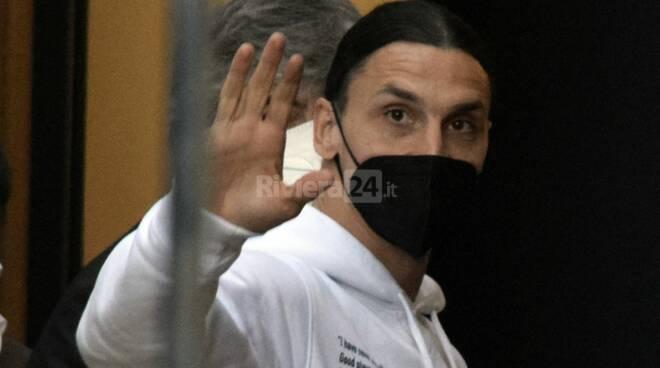 L'arrivo di Ibrahimović a Sanremo, Fedez e Michielin salutano i fotografi