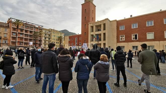 Riviera24- protesta ambulanti ventimiglia