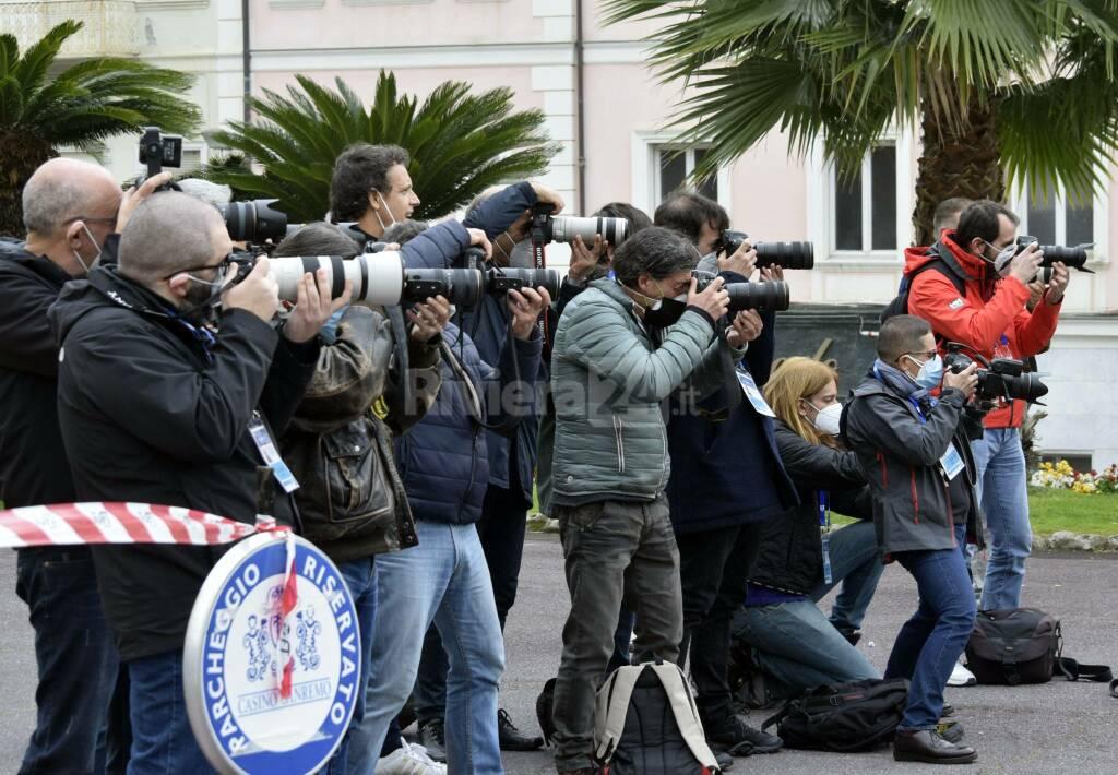 riviera24 - Sanremo, Fiorello dà spettacolo al photo call del Casinò