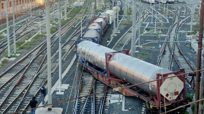 riviera24 - Treno merci deraglia in stazione a Ventimiglia