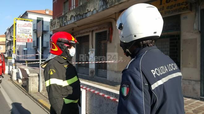 San Bartolomeo al Mare, crollo di calcinacci: intervento dei vigili del fuoco