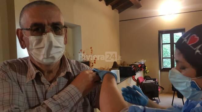 Al Frantoio Roccanegra di Chiusavecchia le vaccinazioni degli over 70