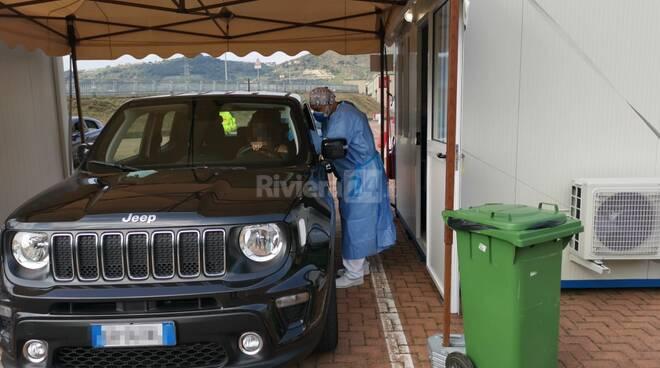 Centro per le vaccinazioni in auto a Taggia