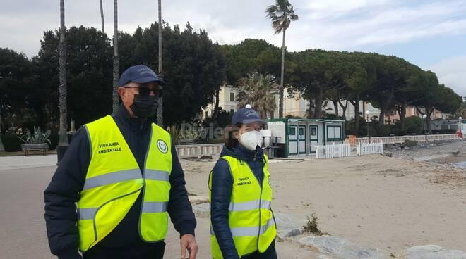 Diano Marina deserta presidiata dai vigili e dai volontari di Accademia Kronos